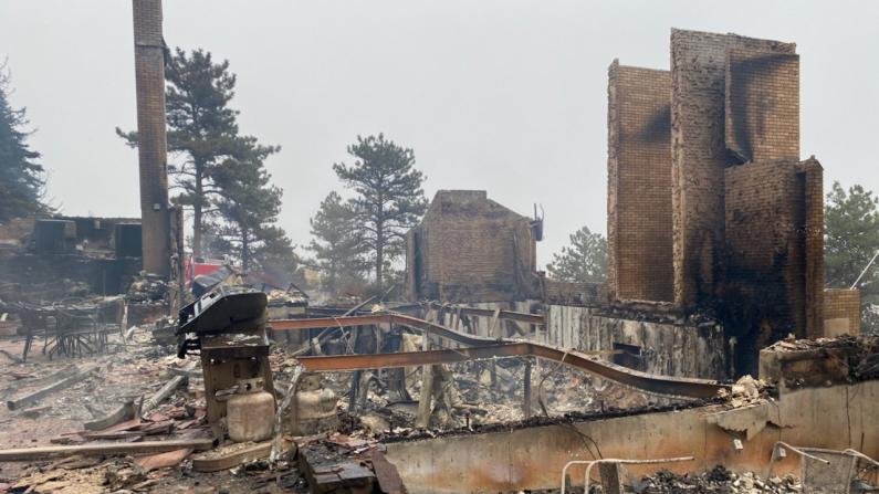 豪宅20分钟内被山火烧为灰烬 科罗拉多灾民:只剩回忆