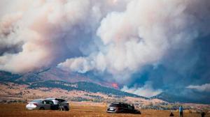 科罗拉多山火持续蔓延 消防员叹规模之大前所未见