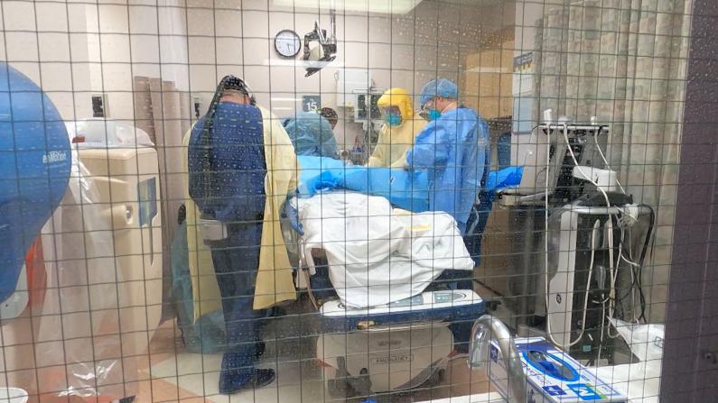 """CDC报告疫情已让美国多死28万人 专家警告""""最黑暗""""日子将到来"""