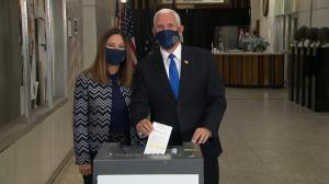 副总统彭斯夫妇提前投票 今年大选已有超5000万选票投出