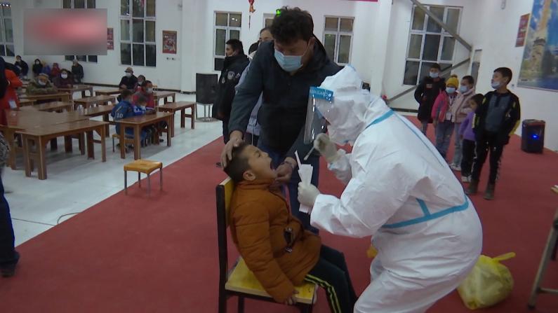 现场直击:新疆喀什地区开展全员免费核酸检测