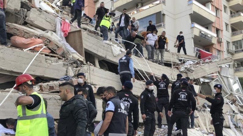 爱琴海7.0级地震酿死伤过百 数十栋房屋倒塌