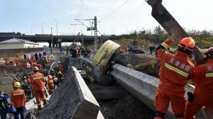 天津一铁路桥坍塌 致7死5伤