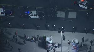 黑衣人大选夜聚集洛杉矶市中心 警方宣布非法集会