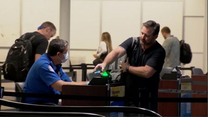 纽约州机场将增国民警卫队 查验外州旅客新冠检测
