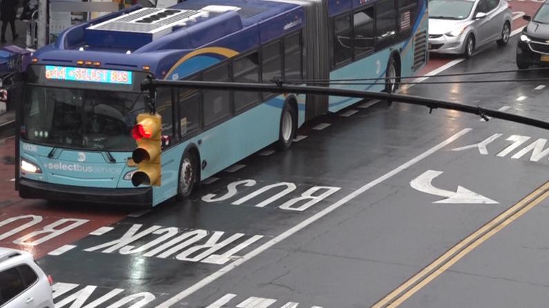 纽约法拉盛公交专用道遭商家联诉 法院叫停:12/21前不得实施