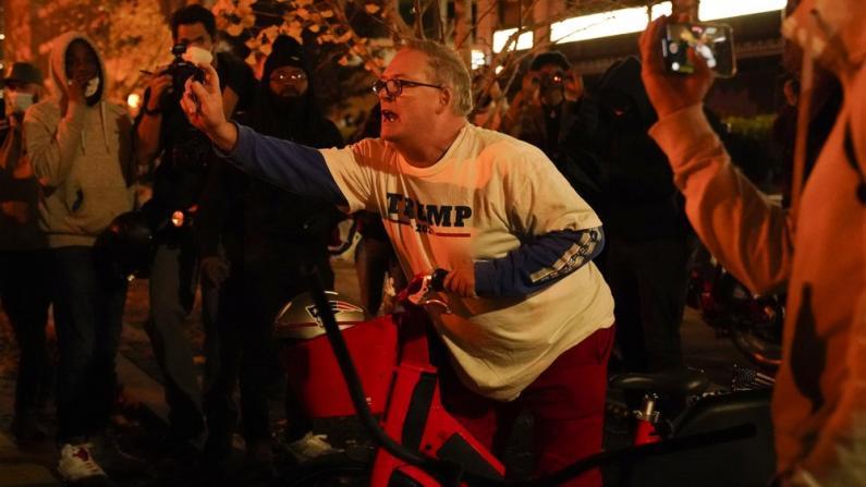 华盛顿特区游行爆多场肢体冲突 至少21人被捕