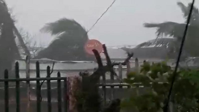 飓风Iota袭击中美洲多城市 沿飓风Eta路径扫荡雪上加霜