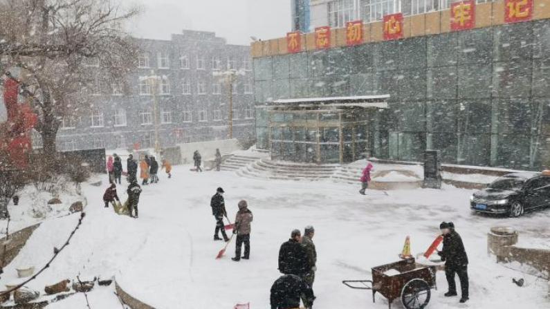 暴雪袭击中国东北!大雪封门出行难 多地停工停课