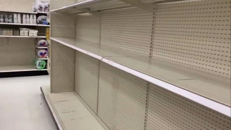 """""""宵禁""""一个月!焦虑的加州人搬空超市"""
