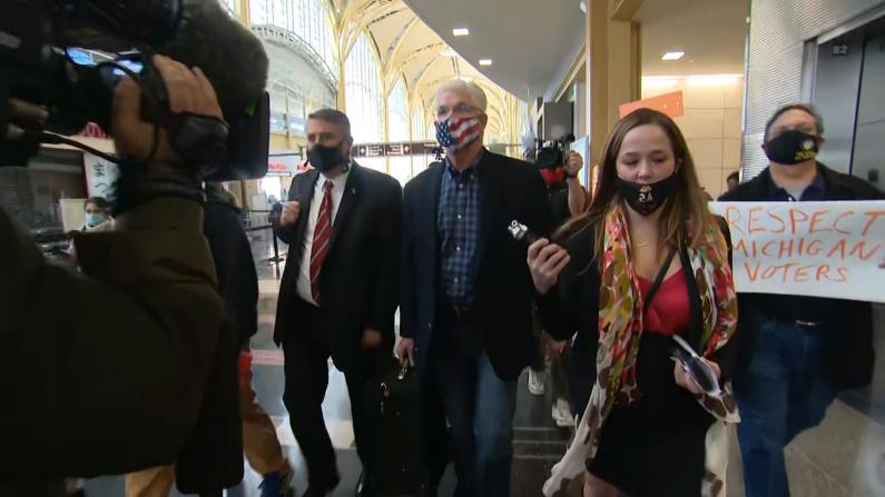 密歇根议会共和党领袖赴白宫见川普 遭抗议者围堵呛声