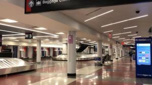 【实拍】感恩节将至 波士顿机场什么样?
