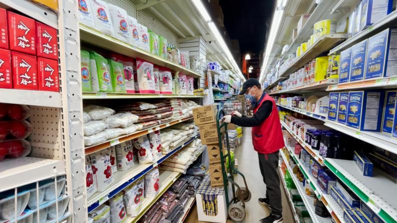 """纽约或二度""""封城"""" 华人超市做""""囤货""""准备 美发业者:再关门就惨了"""