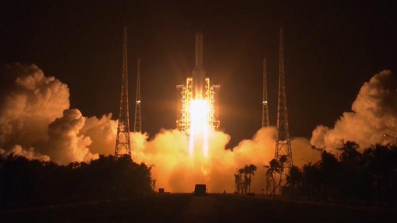嫦娥五号探测器发射成功!开启中国首次地外天体采样返回之旅