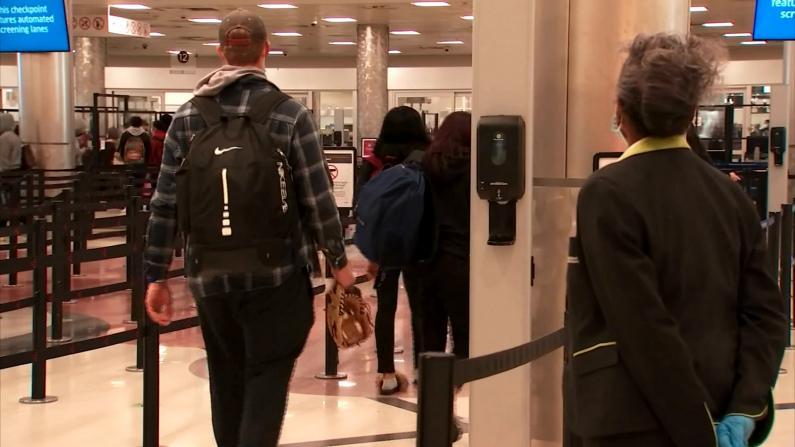 消毒液、社交距离、口罩 机场为感恩节飞行做好了这些准备…