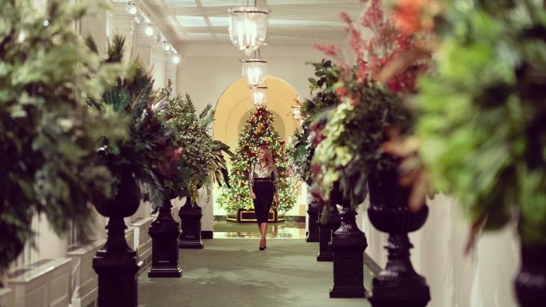 梅拉尼娅展示白宫圣诞装饰 致敬抗疫前线人员