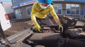【Trucker刚】能省好多钱!卡车司机教你自己换汽车电池