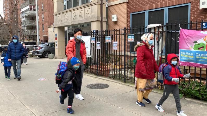 """纽约市公校重开19万学生到校 家长:返校是为了""""留后路"""""""