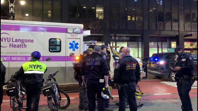 纽约曼哈顿汽车撞人7伤 目击者:想想就后怕…