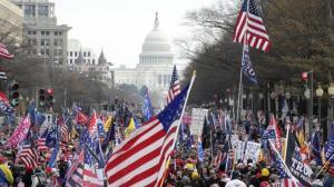 华盛顿特区挺川游行爆冲突 四人被刺