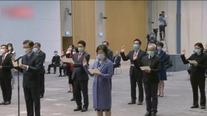 香港特区政府12位副局长14位政治助理宣誓拥护基本法