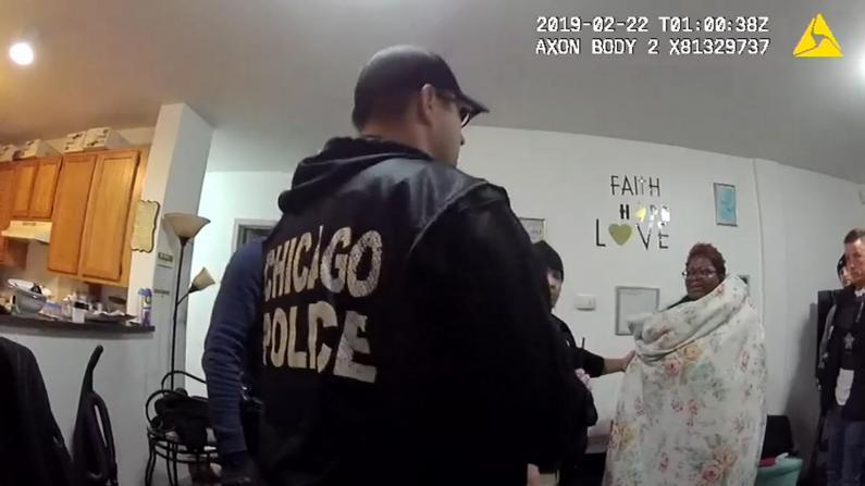 芝加哥警察突袭裸体女家中 市长道歉