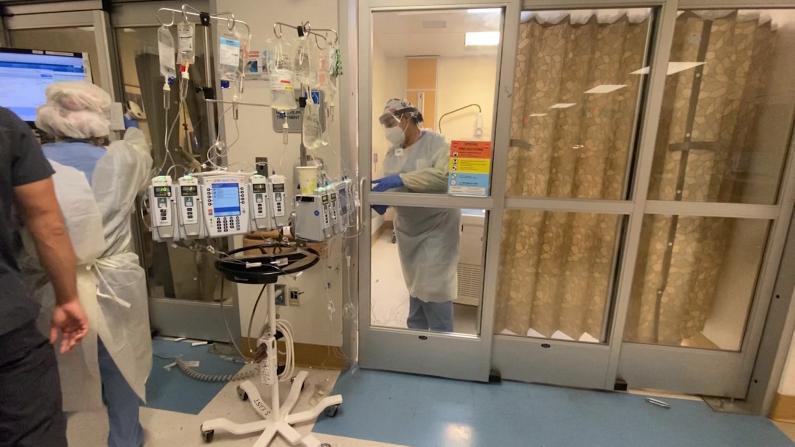洛杉矶郡2500张ICU病床全满 医院接近崩溃 护士:快要绝望了