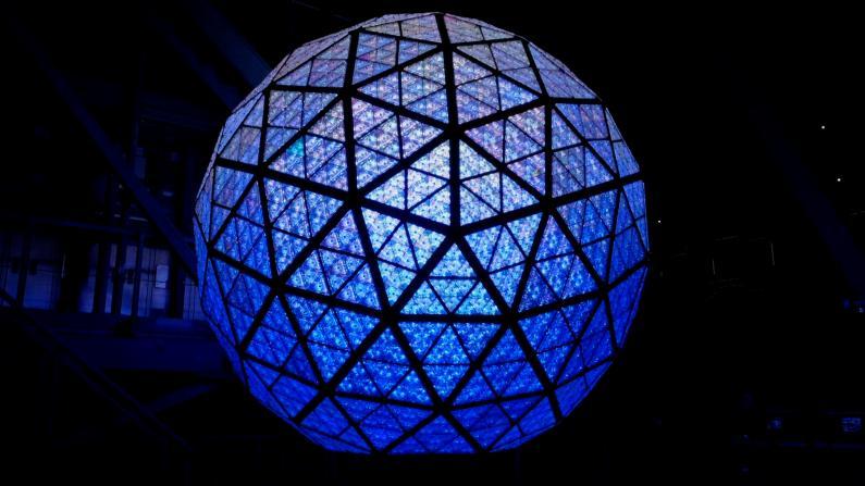 """时报广场水晶球 """"幸福的礼物""""寄望2021"""