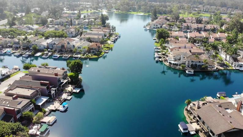 【安家美国·加州尔湾】风景优美VS设施齐全 你如何选择?