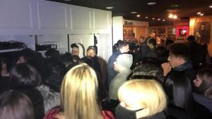 庆新年不带口罩人挤人 纽约市警方查处多个百人聚会