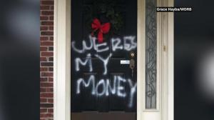 不满未发$2000 麦康奈尔家遭人涂鸦:我的钱在哪儿?