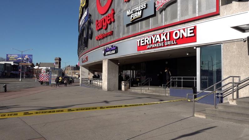 纽约购物中心疑现汽车炸弹 车牌来自内华达 亲历者讲述事件经过