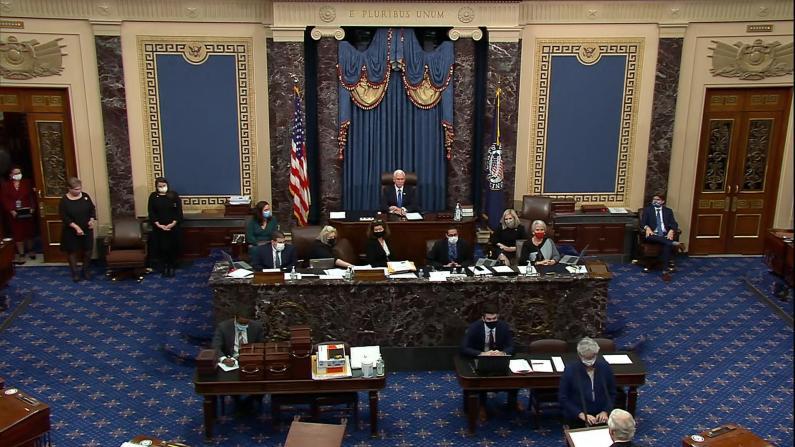 国会参院复会 彭斯和两党领袖一致谴责暴行
