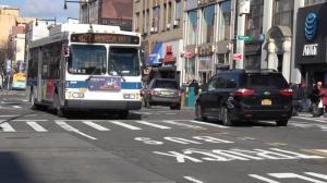纽约法拉盛巴士专用道临时禁令被撤 私家车恐难再进缅街