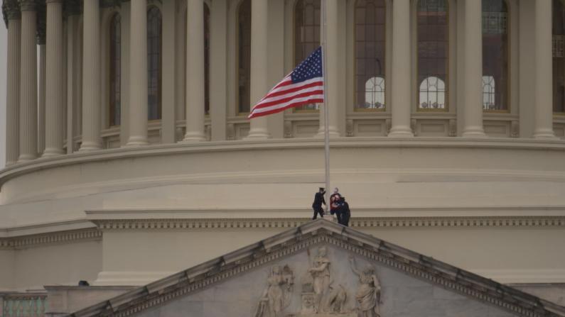 国会警员殉职将作为谋杀案彻查 国会下令降半旗致哀
