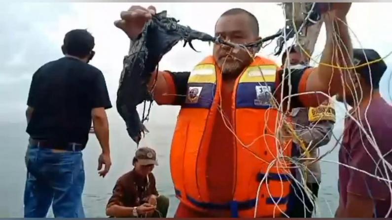 印尼再发廉航坠机62人失踪 军方10艘舰艇连夜搜救