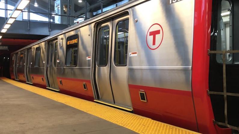 """【实拍】""""中国制造""""!贯穿名校的波士顿新地铁上路了"""