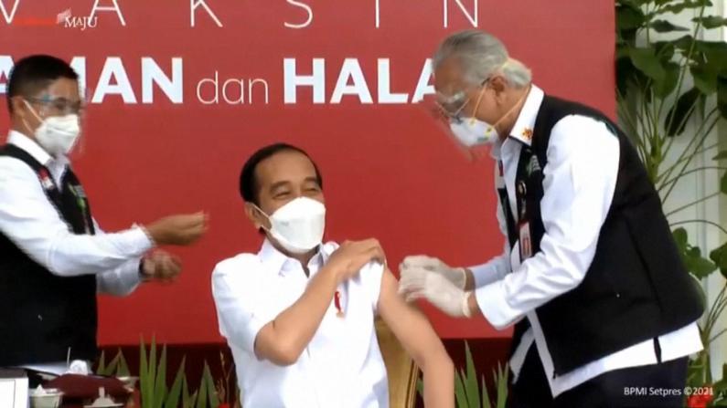 印尼总统接种中国新冠疫苗 全程电视直播