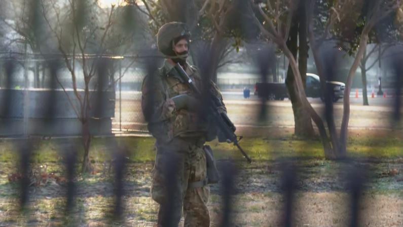 拜登就职前各地州府高度戒备 大批警力出动巡逻守卫
