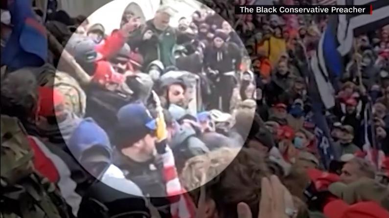 亲历国会暴乱遭围攻 警员:我只希望他们还有人性