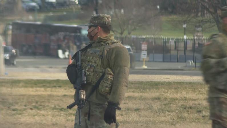 就职典礼布置进行中 周边建筑安装防暴围栏 DC安保一再升级