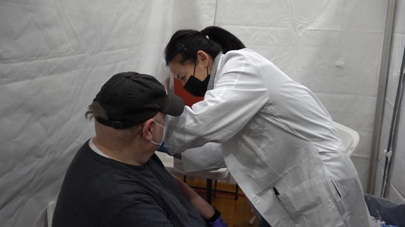 """纽约市疫苗下周将断供 接种点辟""""无需预约""""谣传:不可能有富余"""