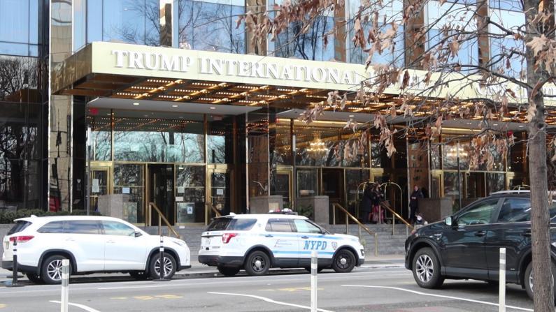 就职典礼前纽约市川普酒店外加强安保 时报广场迪士尼重建木板墙