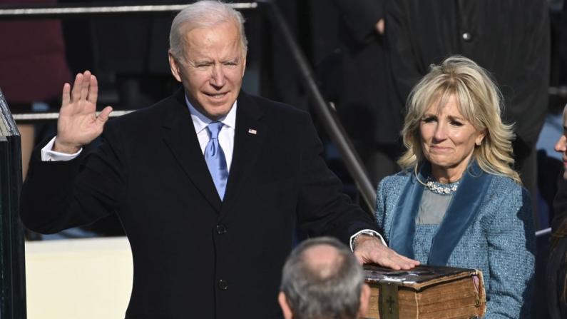 【实录】拜登宣誓就任美国第46任总统