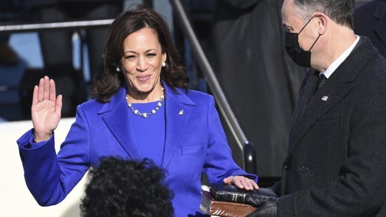 【实录】贺锦丽宣誓就任副总统 开创女性、少数族裔历史