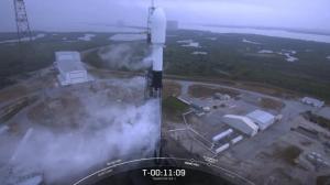 天气阴沉烟雾缭绕 SpaceX年度首发因为这个原因被打断…
