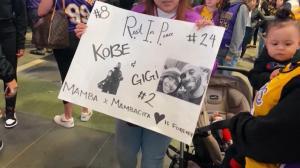 科比去世一周年 粉丝用这种方式悼念