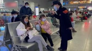 中国2021春运开启 疫情防控严格 首日人流稀少