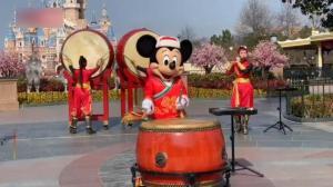 上海迪士尼开启新春模式