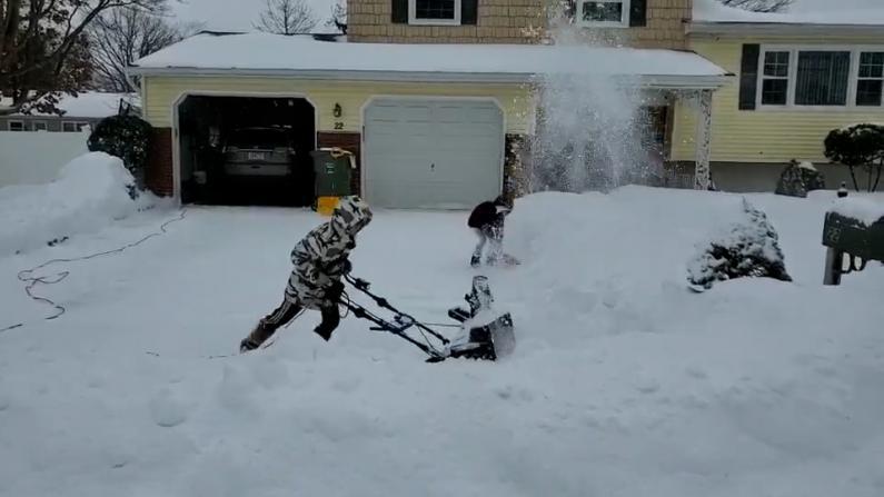 这雪得有多厚啊!美国中文网网友镜头下的冬季风暴Day2